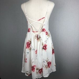 Tobi Dresses - Tobi White Floral Strappy Back Dress